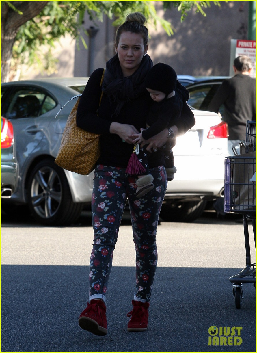hilary duff bristol farms shopping with luca 19