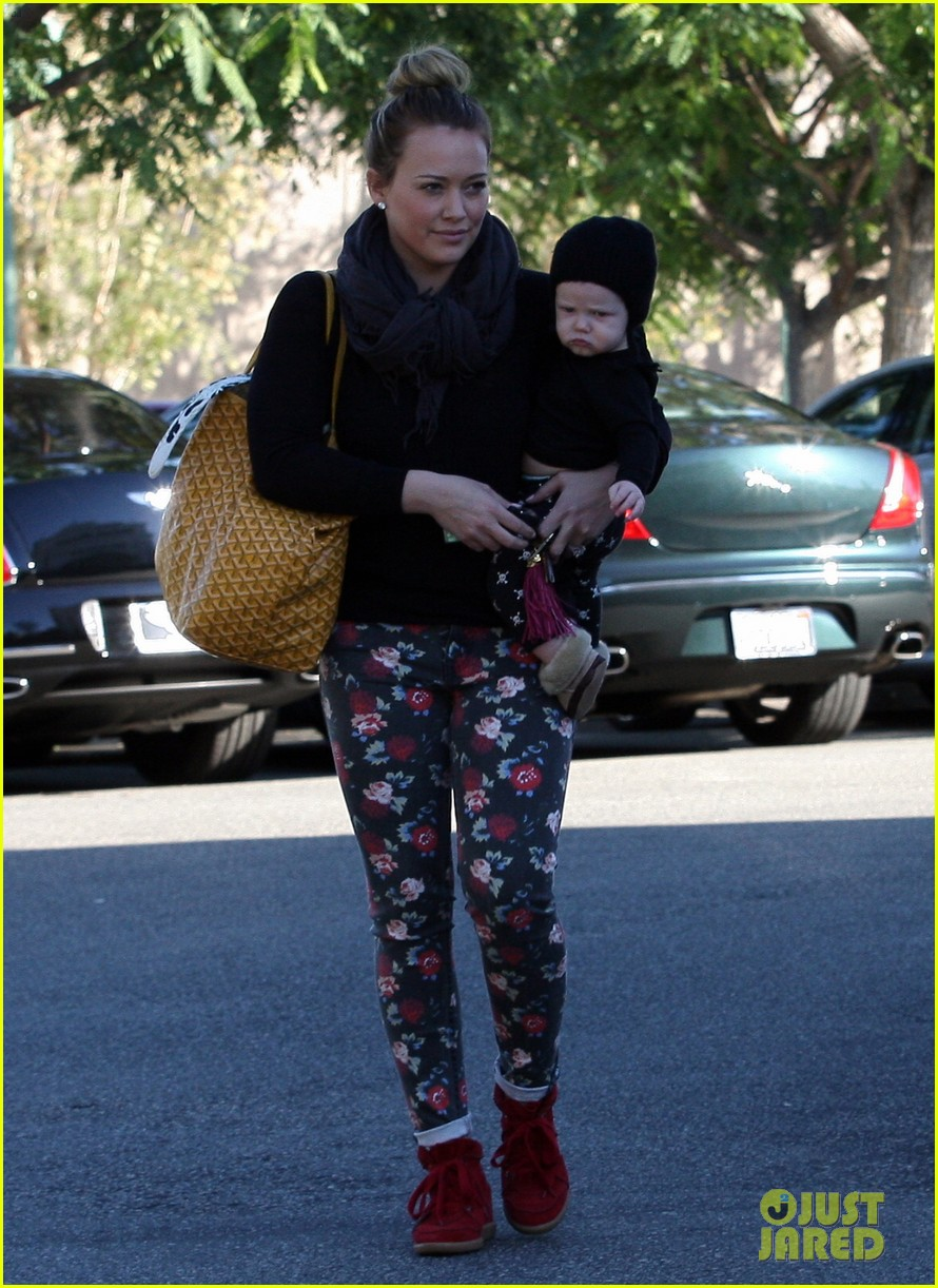 hilary duff bristol farms shopping with luca 20