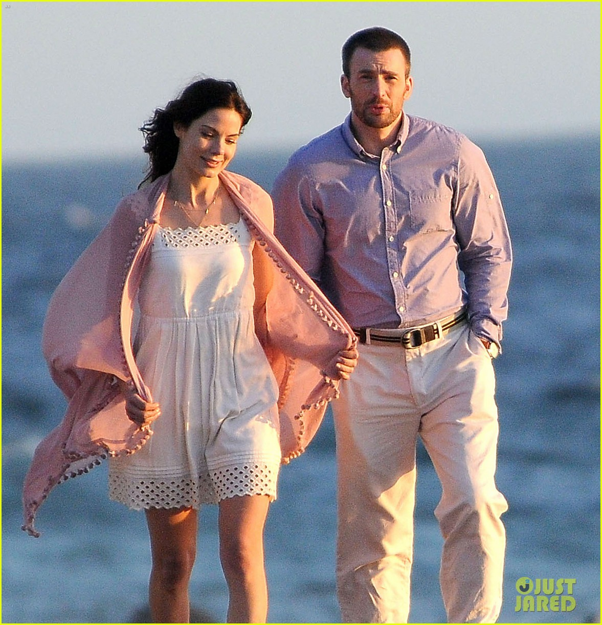 chris evans a many splintered thing beach scenes 17