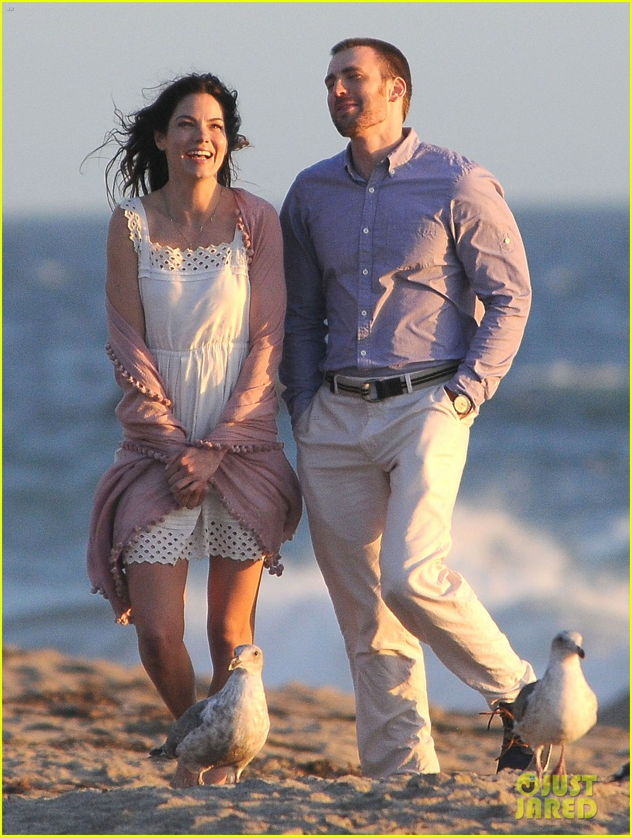 chris evans a many splintered thing beach scenes 19