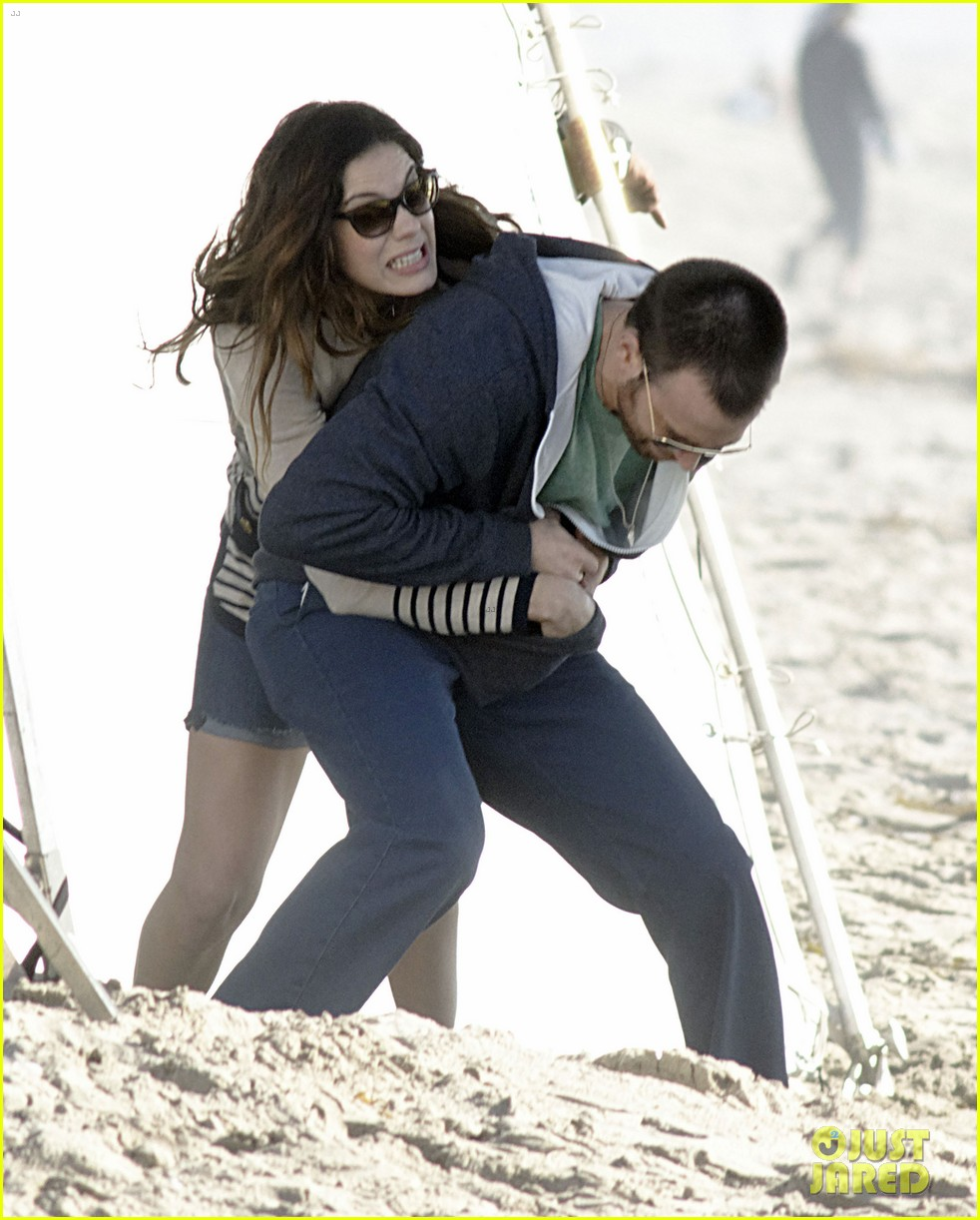 chris evans films splintered thing minka kelly works out 16