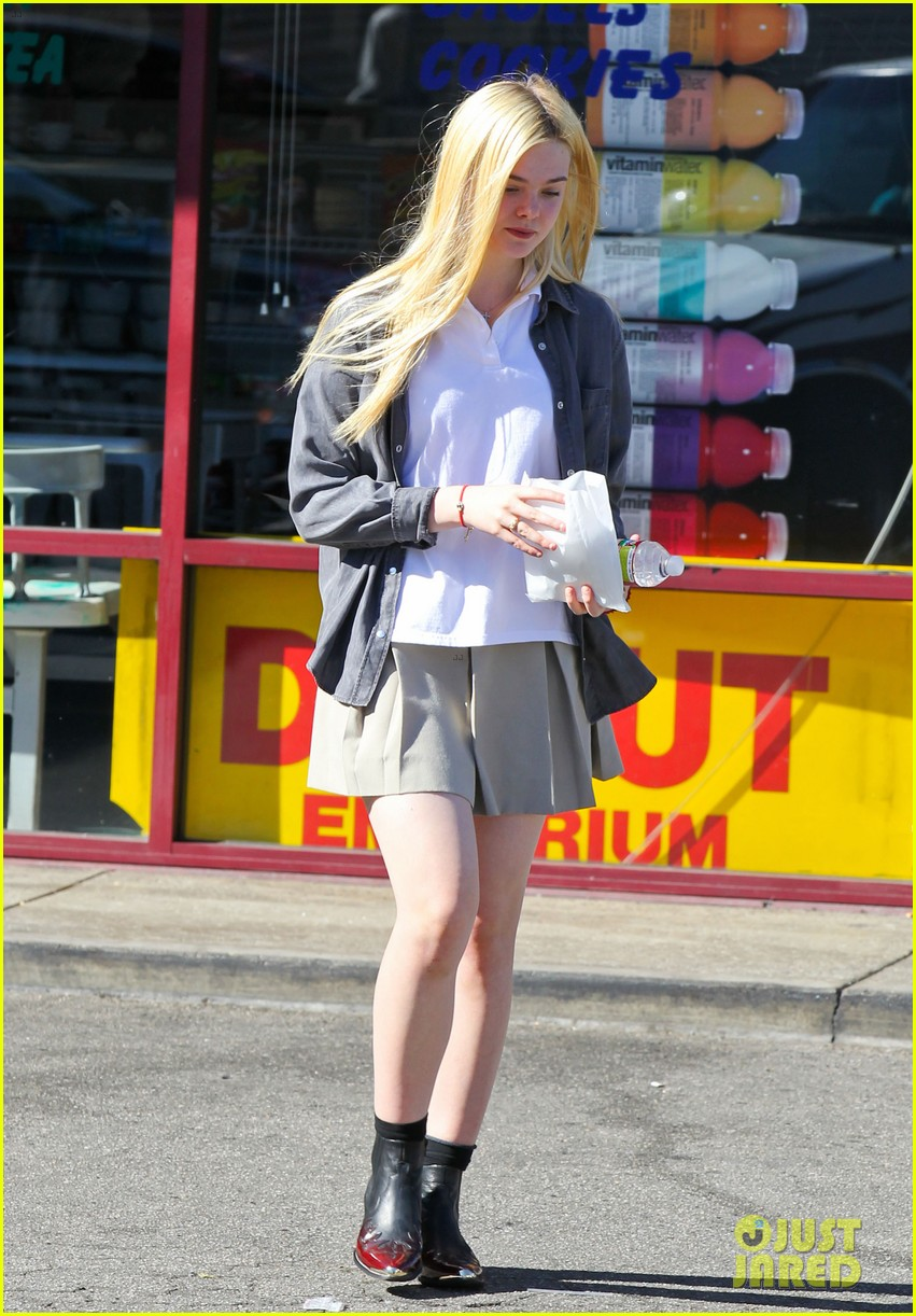 elle fanning showing some leg 10