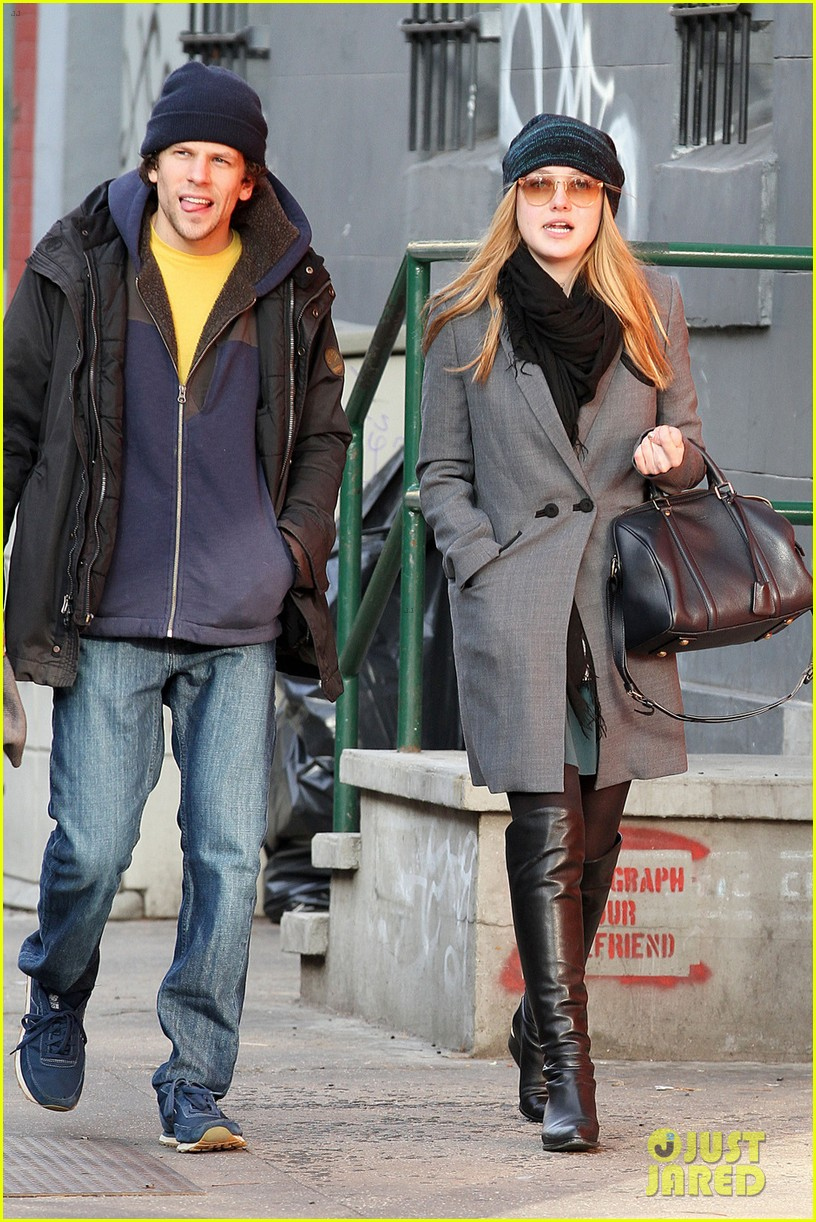 dakota fanning soho stroll with jesse eisenberg 07