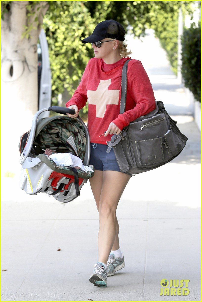 anna faris baby jack check up 05