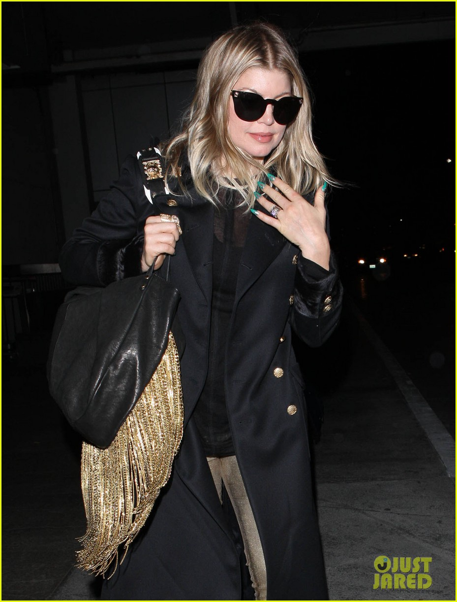 fergie pointy green nails at lax 042749792