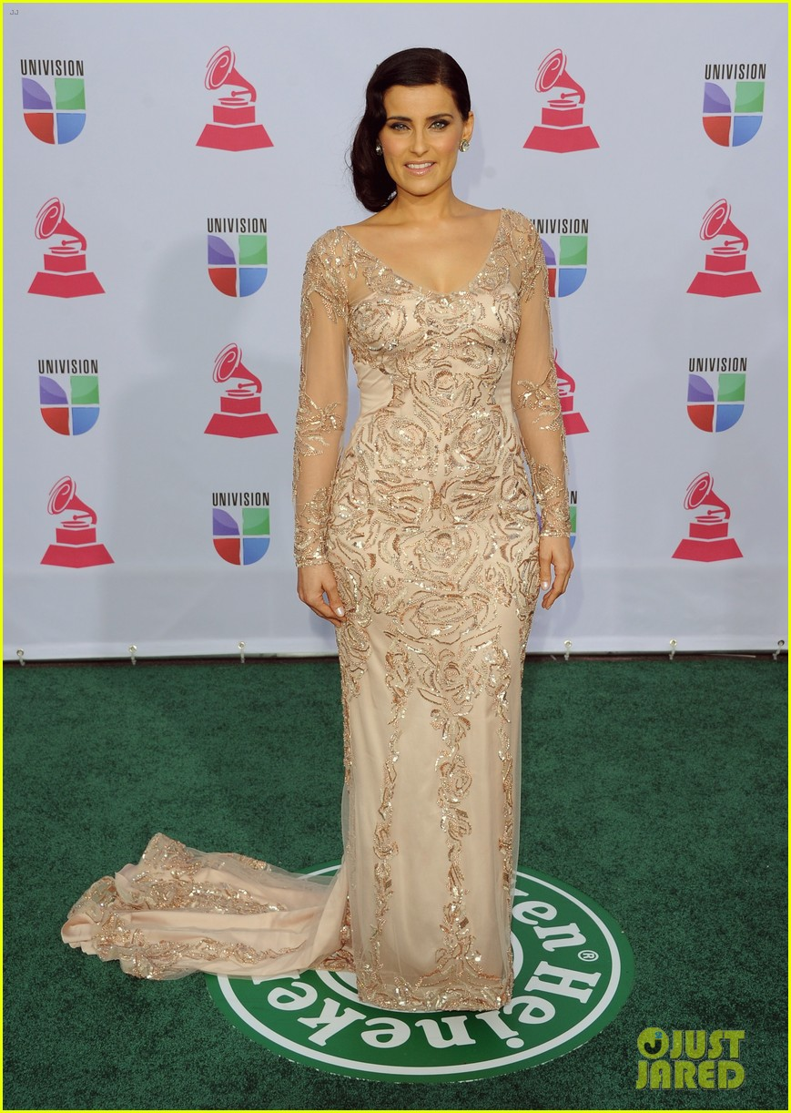 nelly furtado juanes latin grammy awards 2012 02