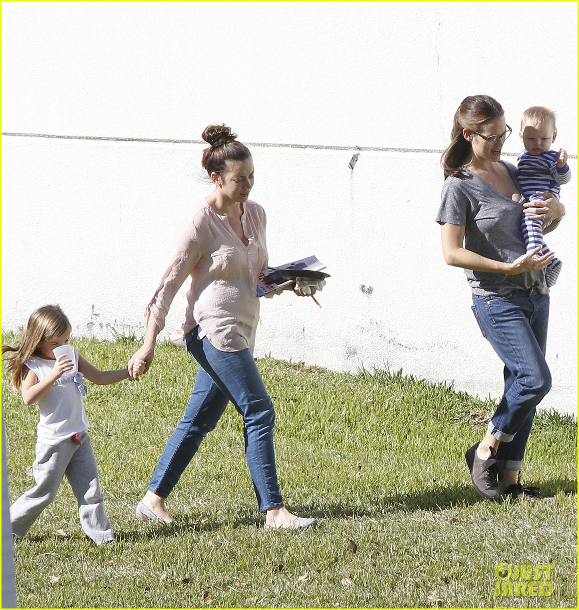jennifer garner dallas buyers club break with seraphina samuel 08