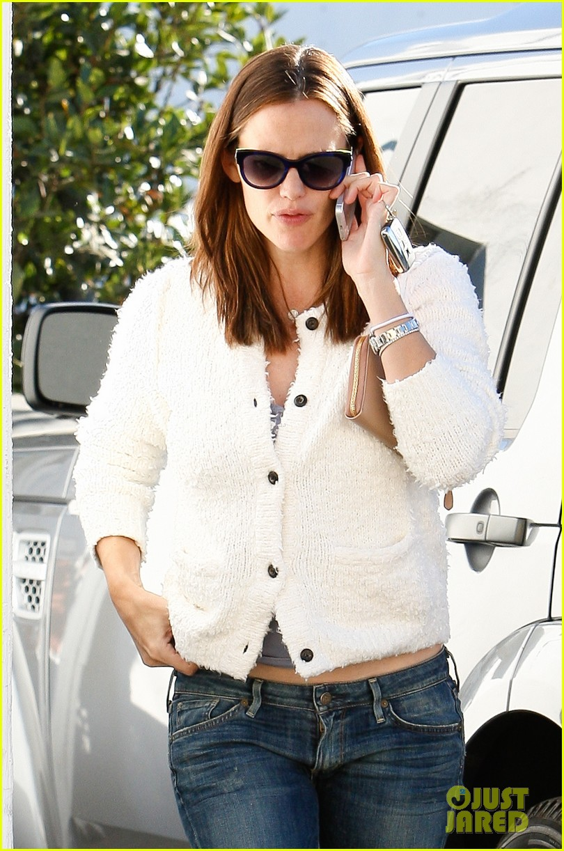jennifer garner ice cream treat with violet seraphina 022751624