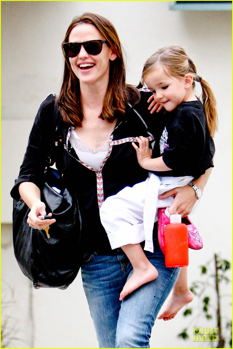 jennifer garner ben affleck kids karate class pick up 182759516