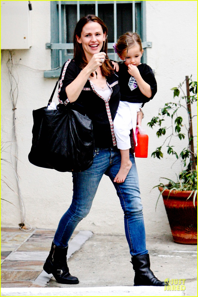 jennifer garner ben affleck kids karate class pick up 20