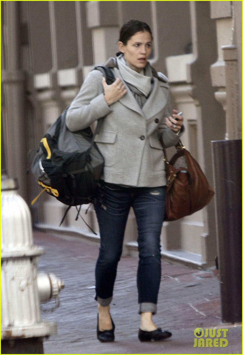 jennifer garner ben affleck separate coffee outings 14