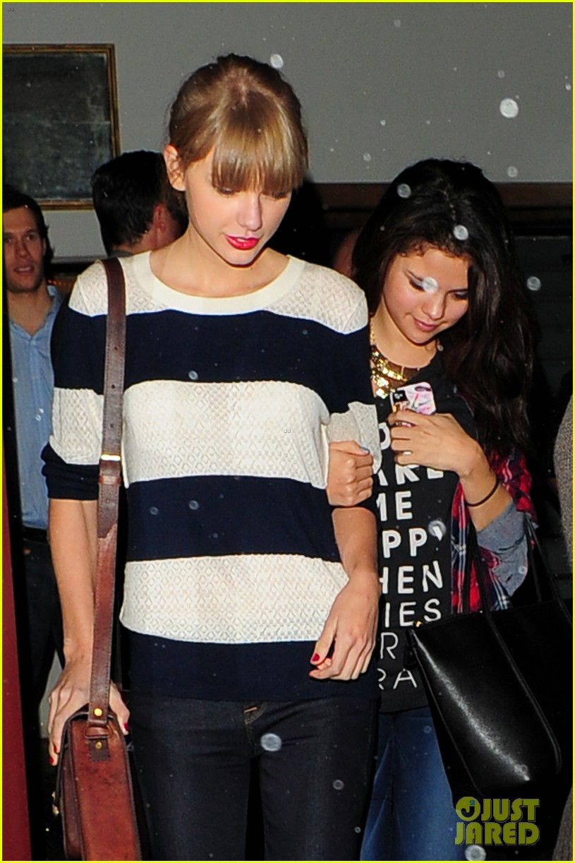 selena gomez taylor swift saturday night dinner duo 032759810