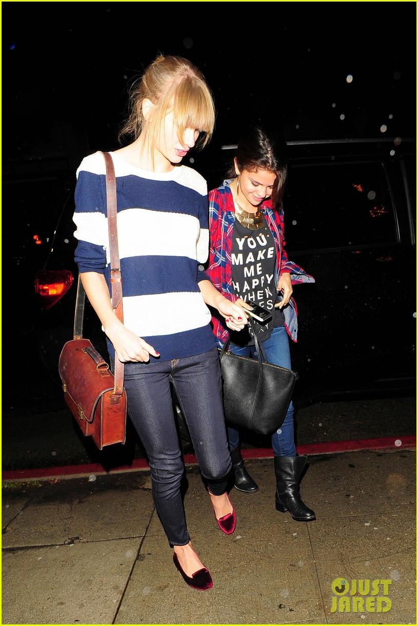 selena gomez taylor swift saturday night dinner duo 04