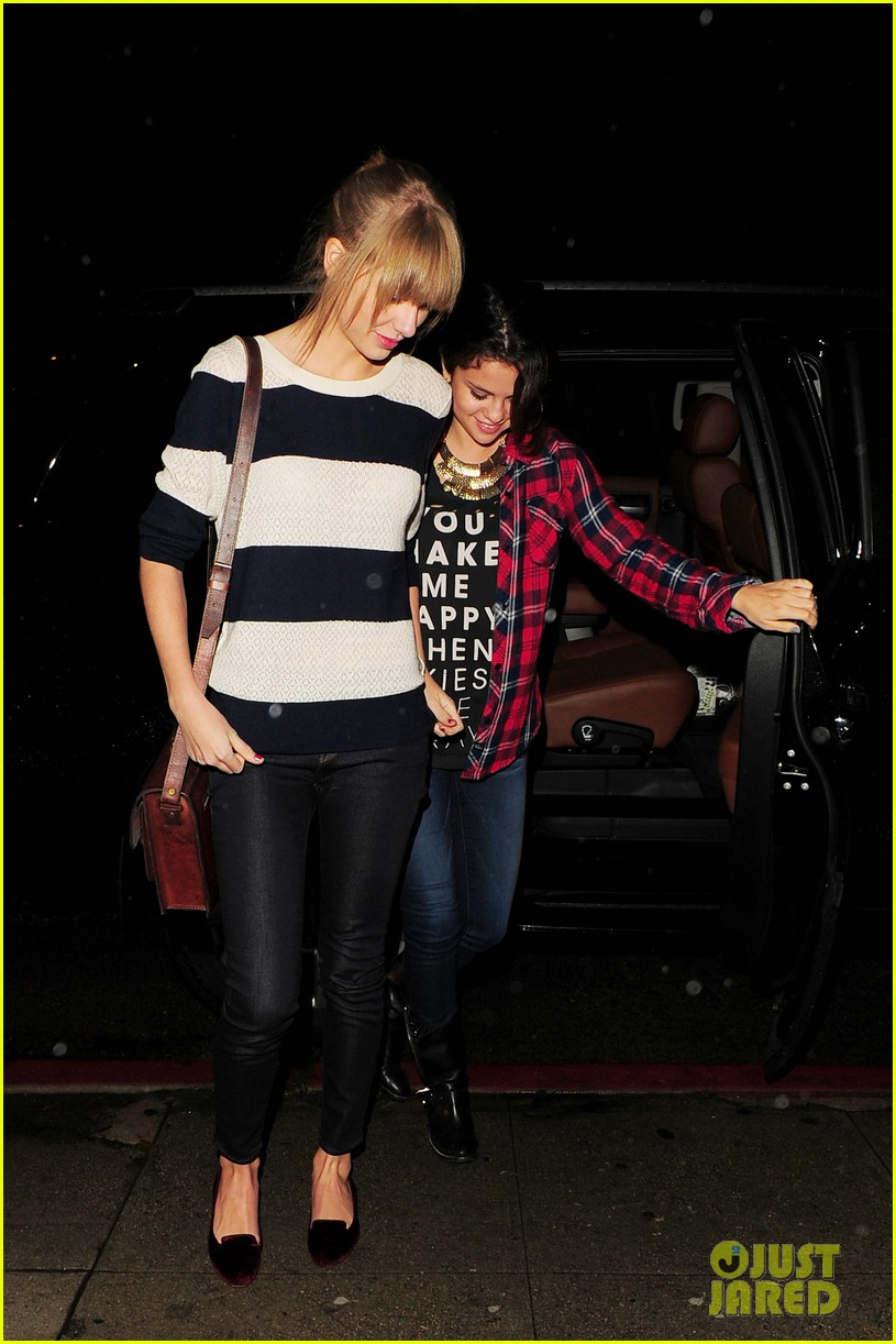 selena gomez taylor swift saturday night dinner duo 16