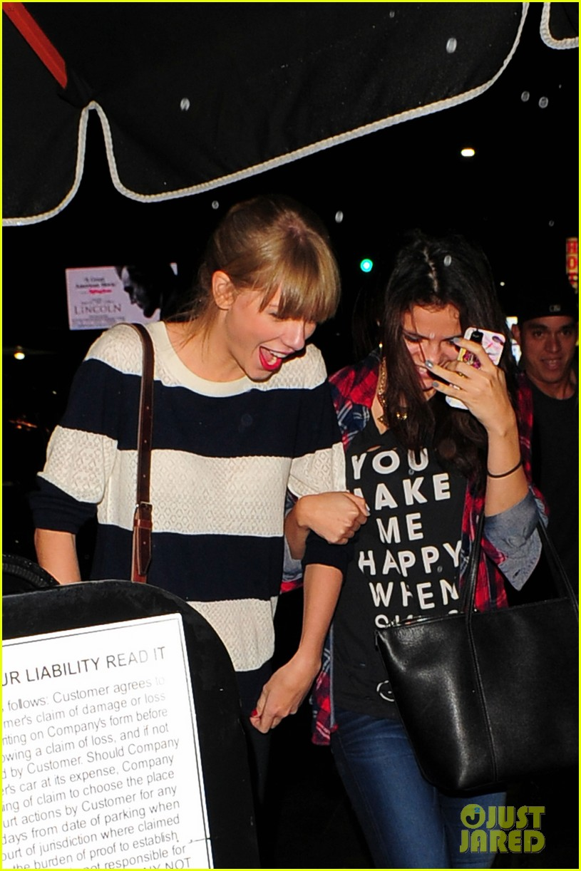 selena gomez taylor swift saturday night dinner duo 202759827