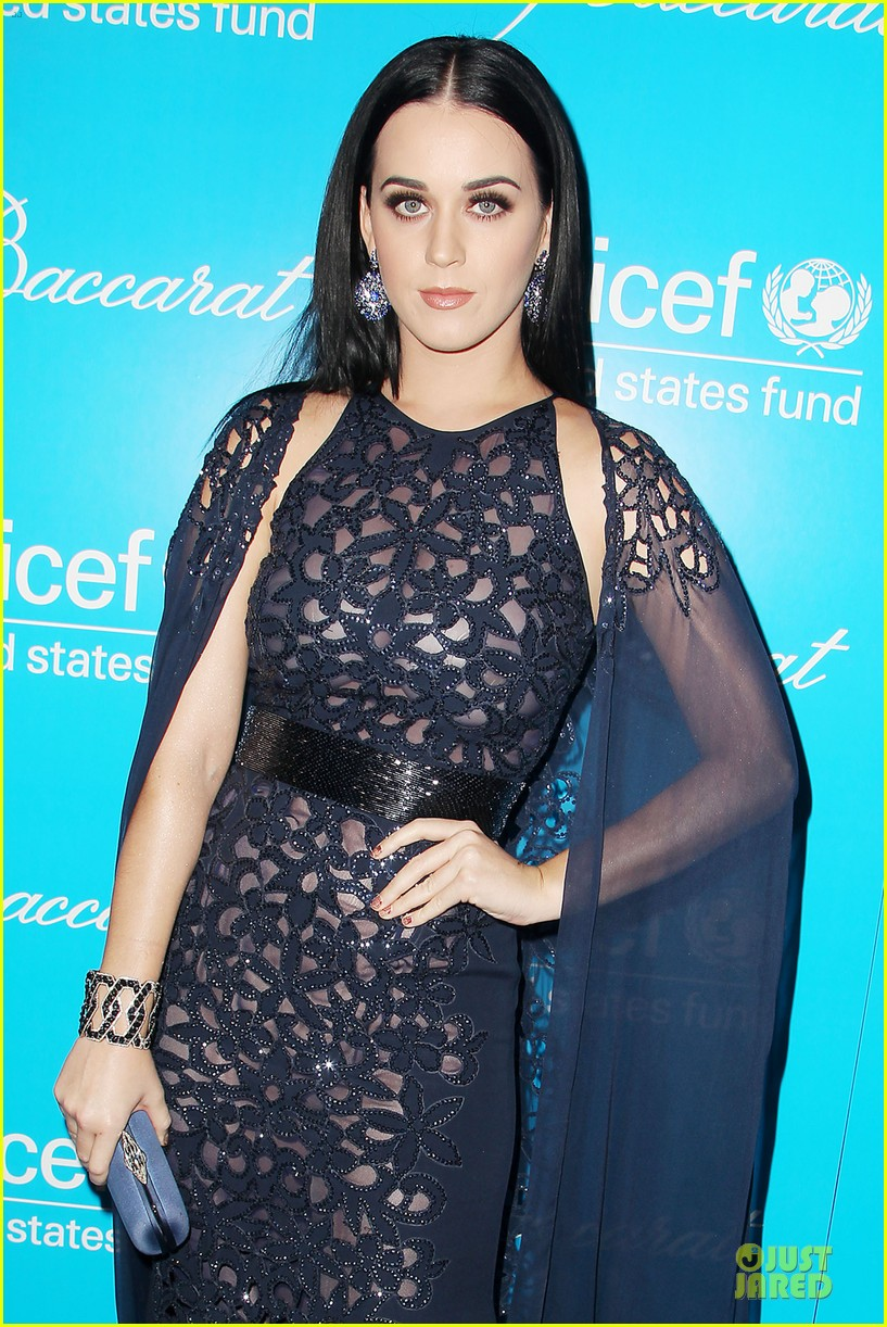 katy perry & selena gomez unicef snowflake ball 04