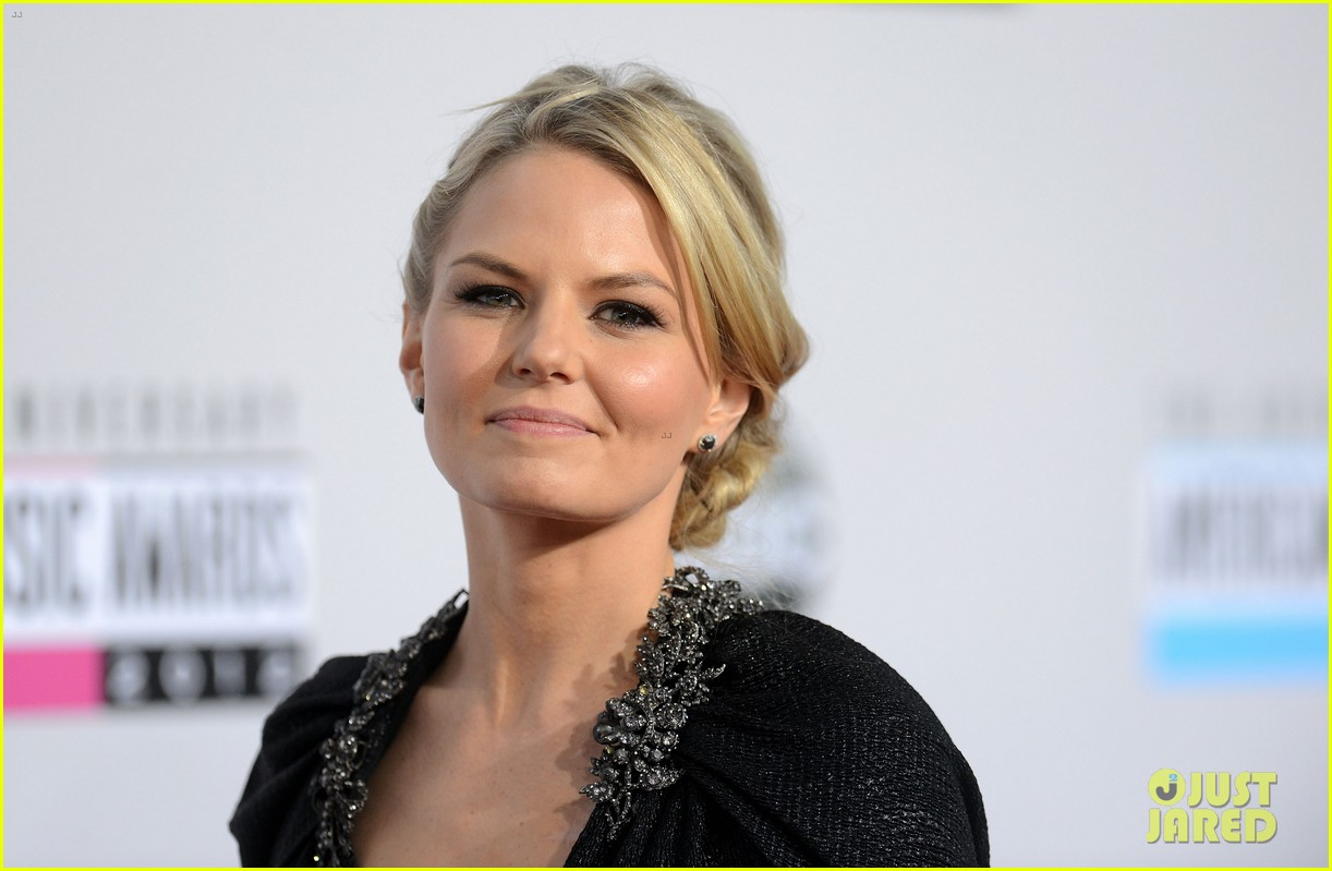 ginnifer goodwin jennifer morrison amas 2012 red carpet 11