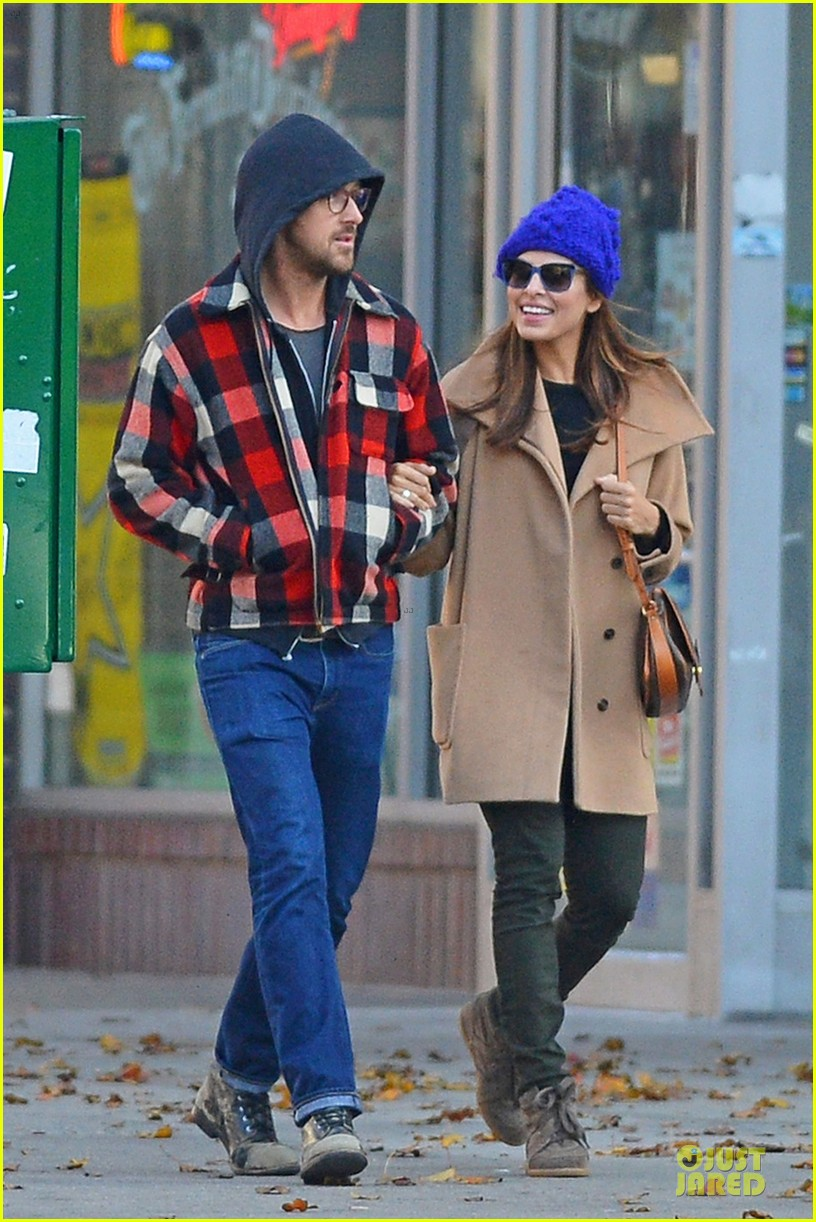ryan gosling eva mendez thanksgiving stroll in new york city 01