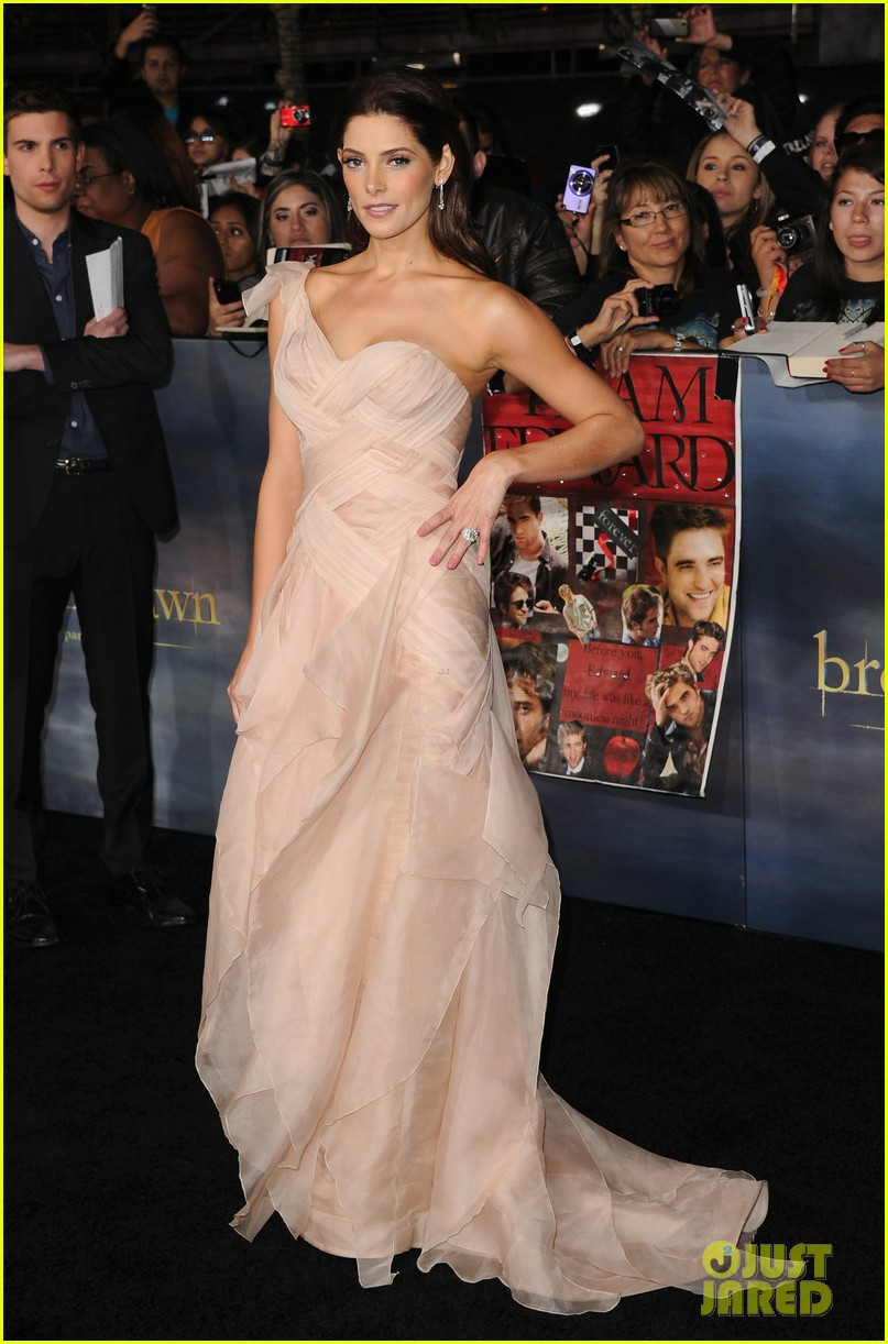 ashley greene twilight breaking dawn part 2 premiere 18