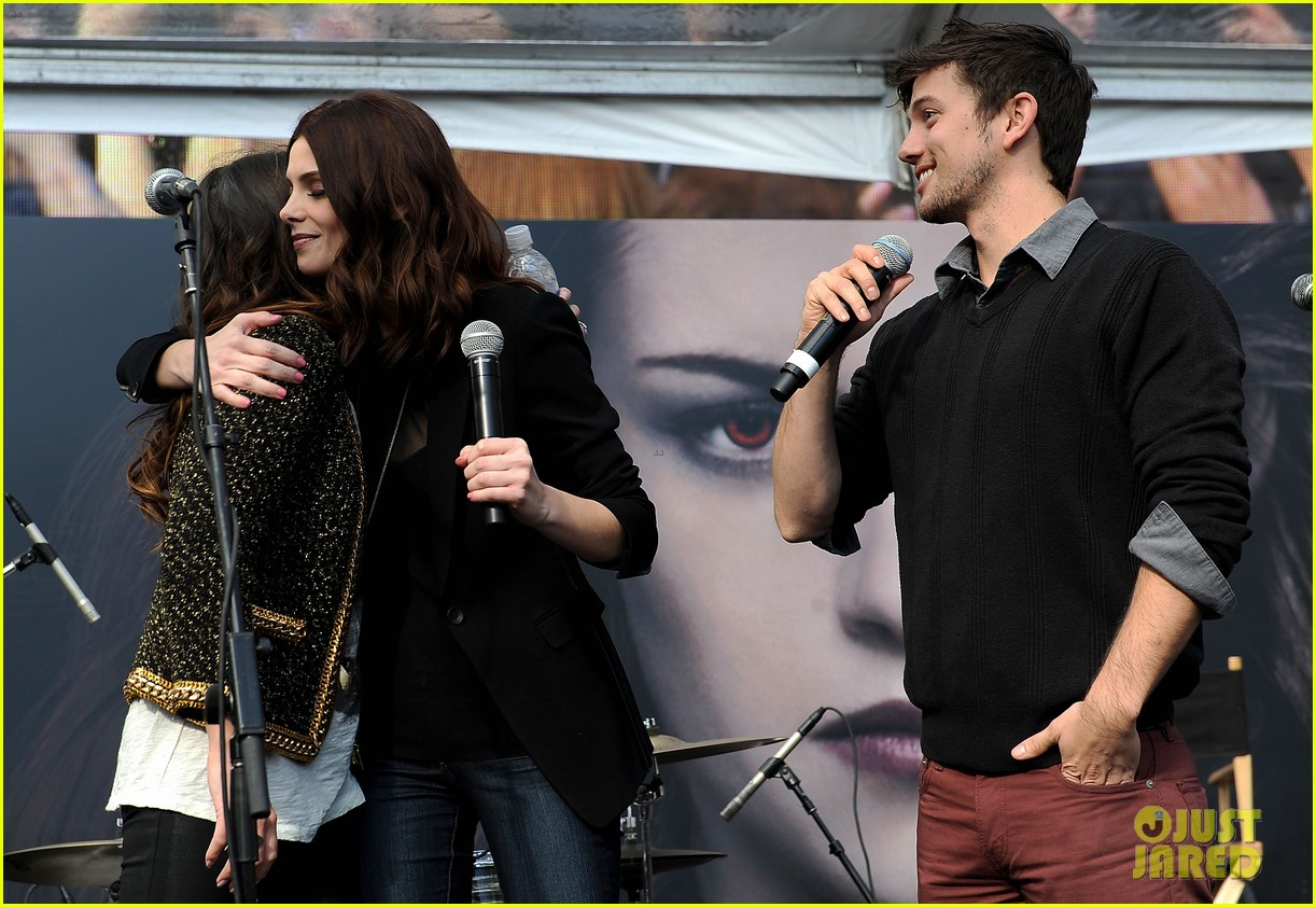 ashley greene nikki reed twilight fan camp concert 022755178