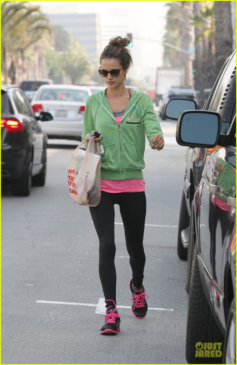 alessandra ambrosio grocery shopping with anja 07