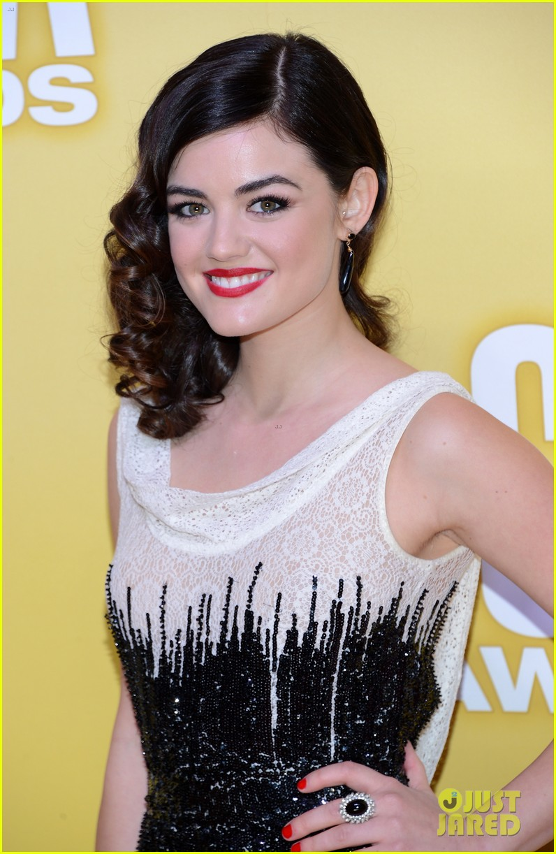 lucy hale cmas 2012 red carpet 012749520