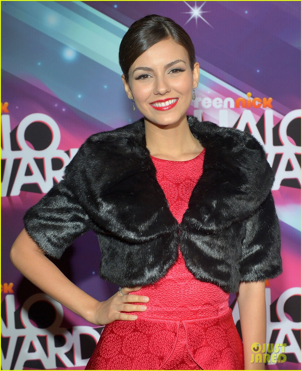lucy hale victoria justice teennick halo awards 2012 19