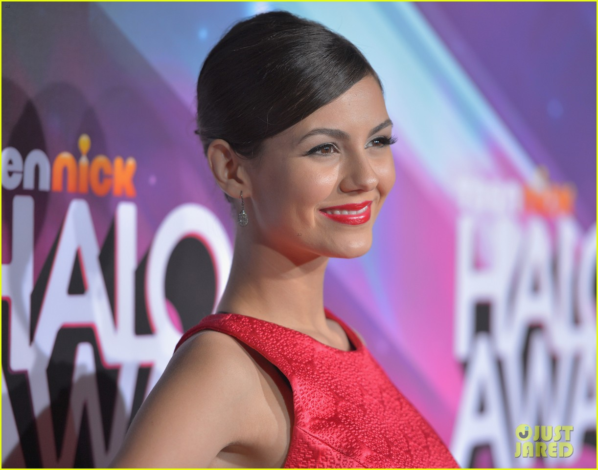 lucy hale victoria justice teennick halo awards 2012 222759749