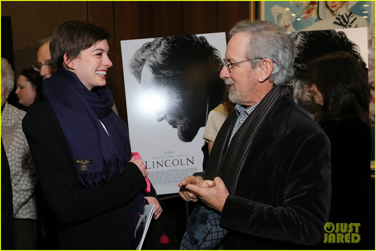 anne hathaway lincoln screening with steven spielberg 07