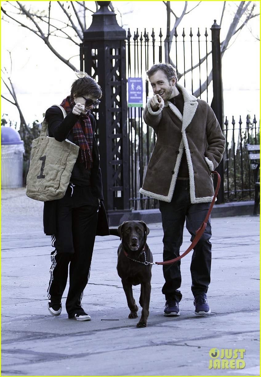 anne hathaway thanksgiving walk 022762534