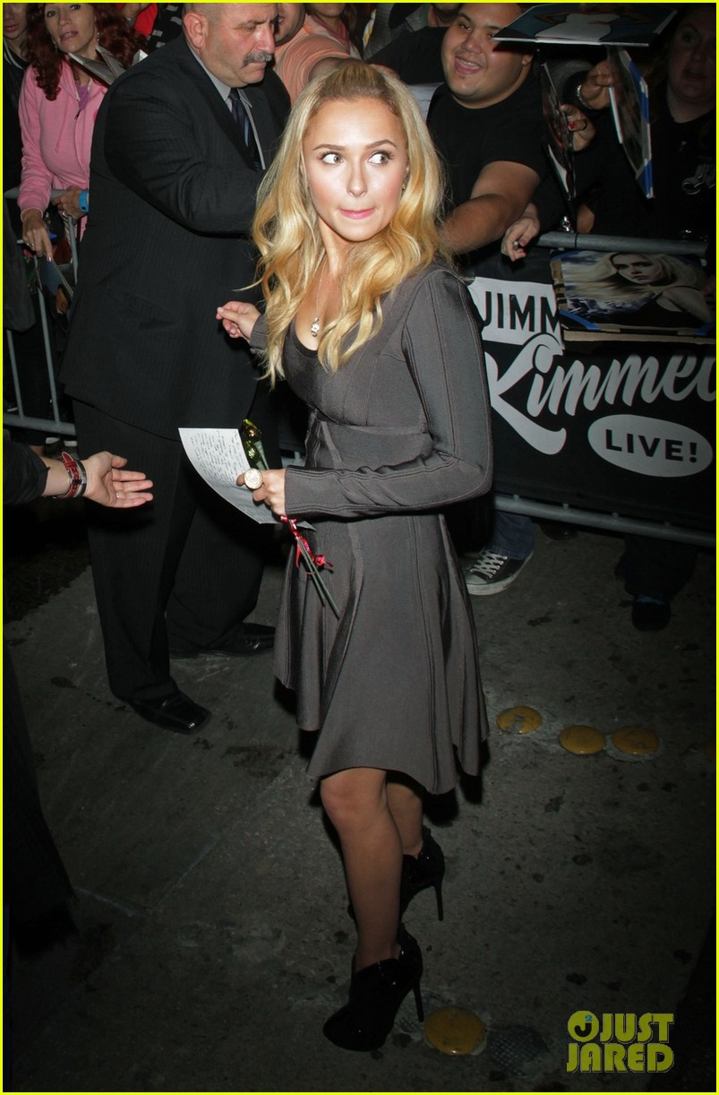 hayden panettiere extra at the grove appearance 01