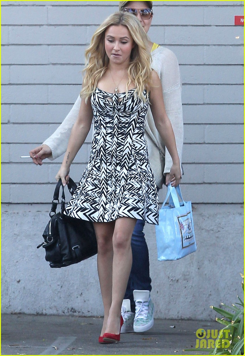 hayden panettiere extra at the grove appearance 13