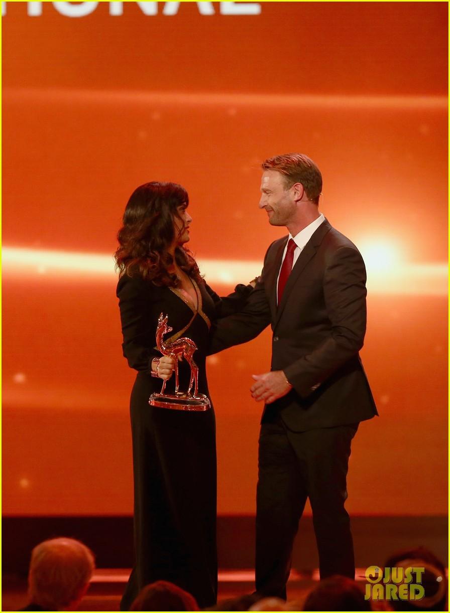 salma hayek celine dion bambi awards 2012 15