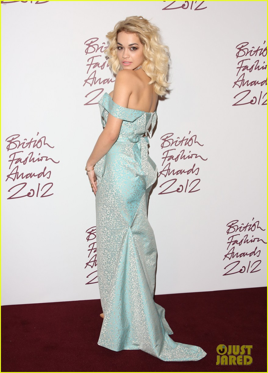 salma hayek rita ora british fashion awards 2012 14