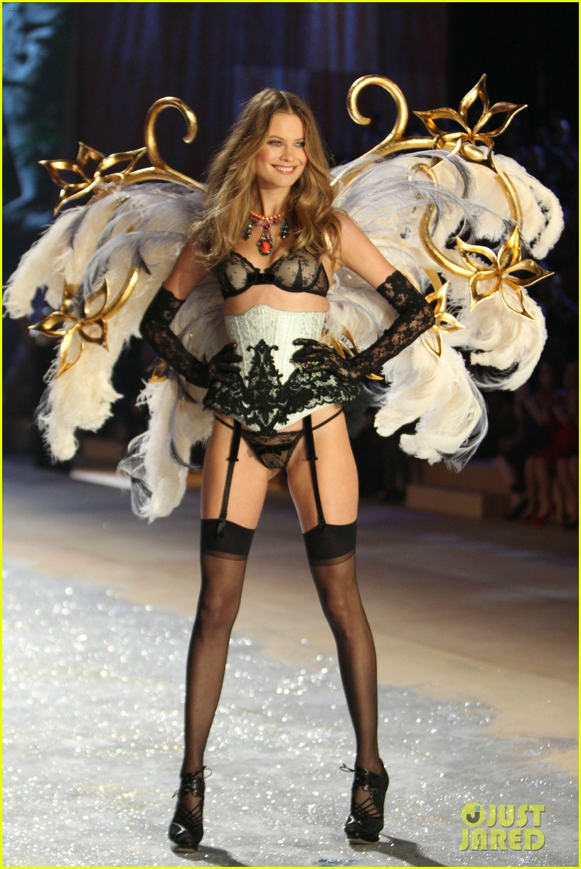 erin heatherton behati prinsloo victorias secret fashion show 2012 15
