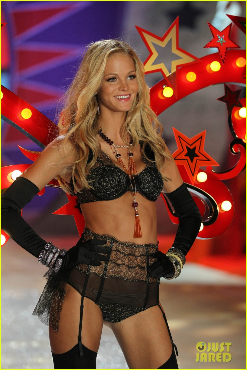 erin heatherton behati prinsloo victorias secret fashion show 2012 32