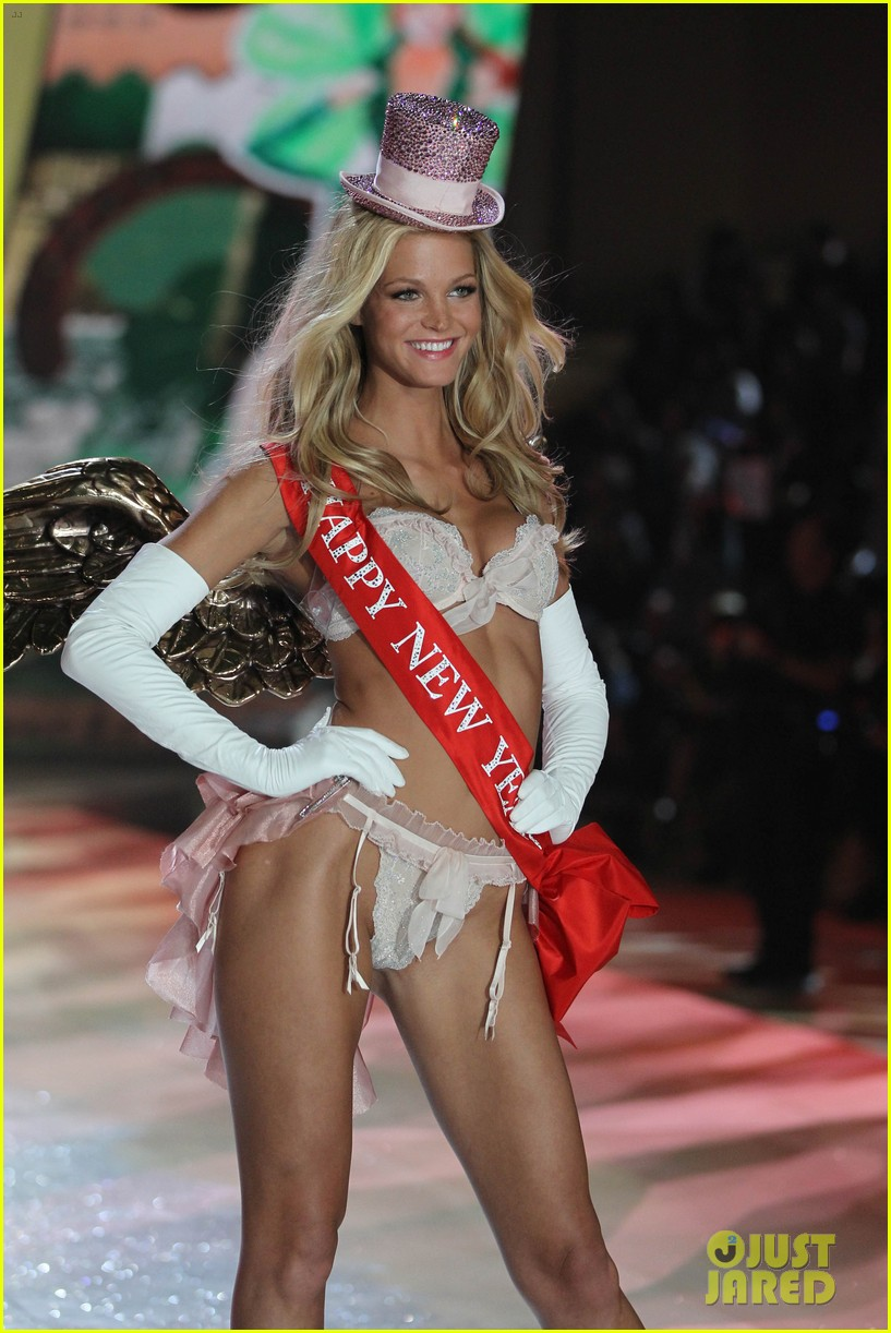 erin heatherton behati prinsloo victorias secret fashion show 2012 33