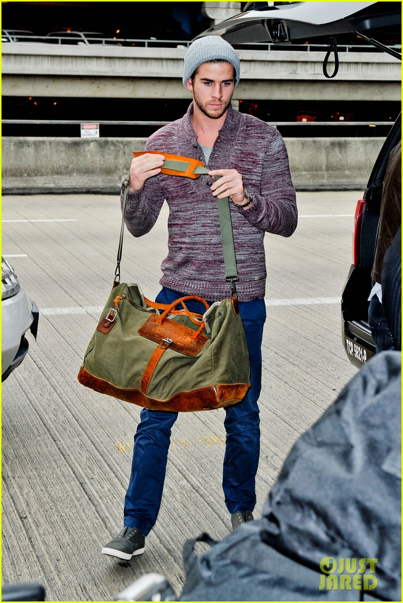 liam hemsworth flies the skies solo in los angeles 03