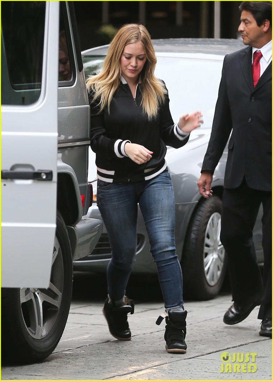 hilary duff its beginning to look like christmas 202766287