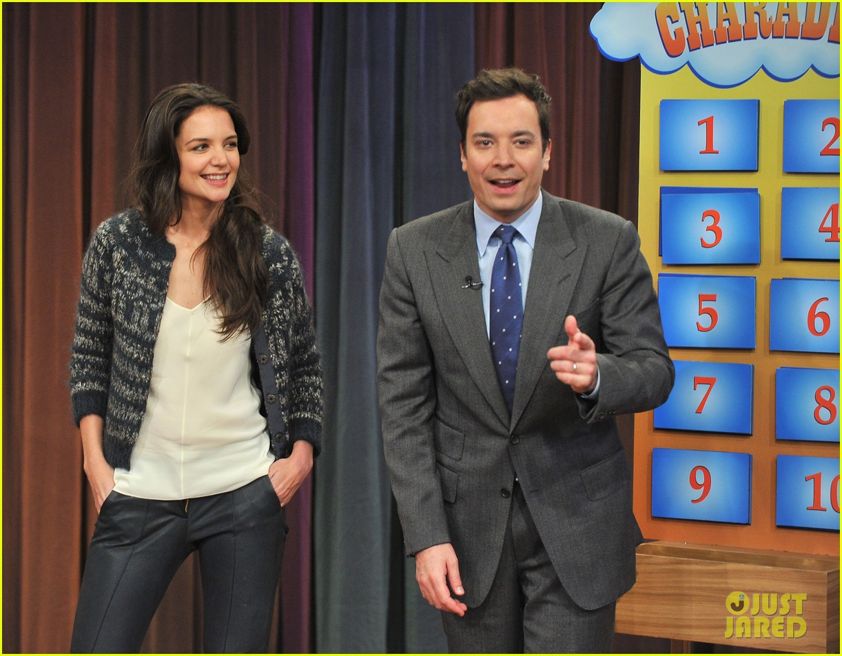 katie holmes plays charades on late night with jimmy fallon 04