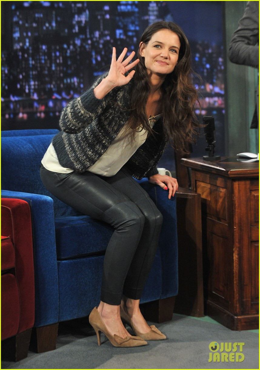 katie holmes plays charades on late night with jimmy fallon 11