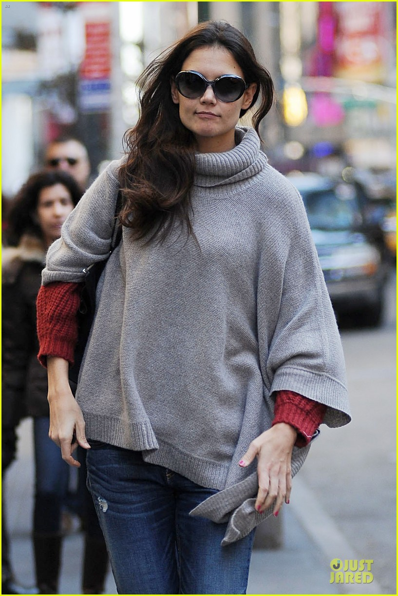 katie holmes lets her hair down for dead accounts 042759546