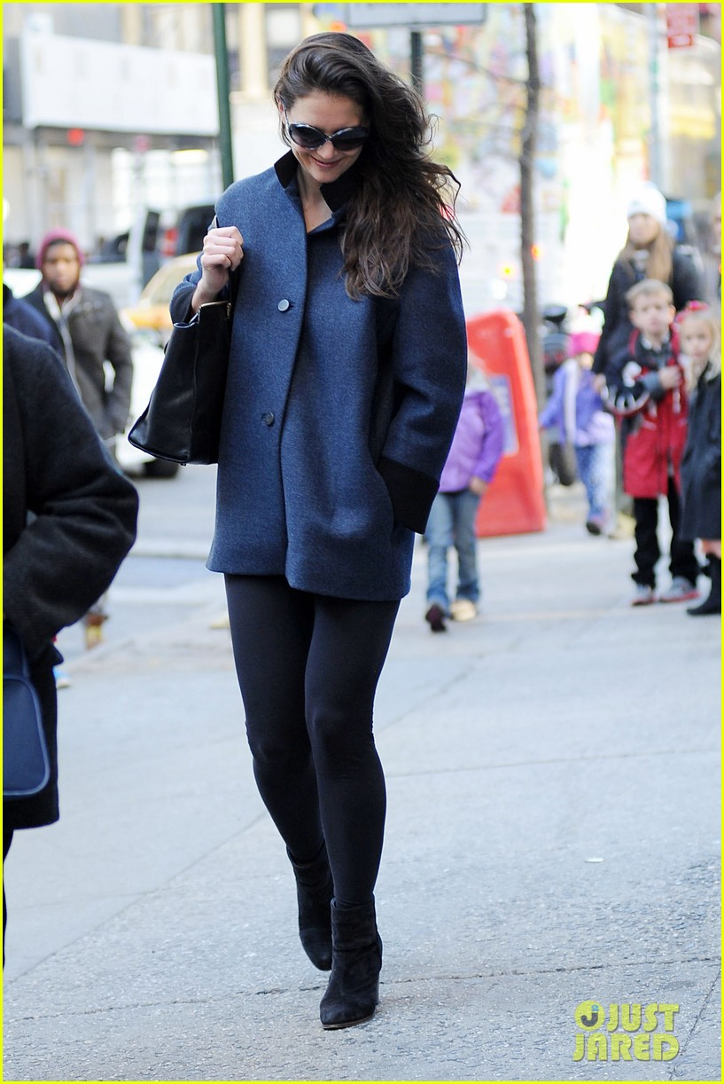 katie holmes pre thanksgiving dead accounts performance 19