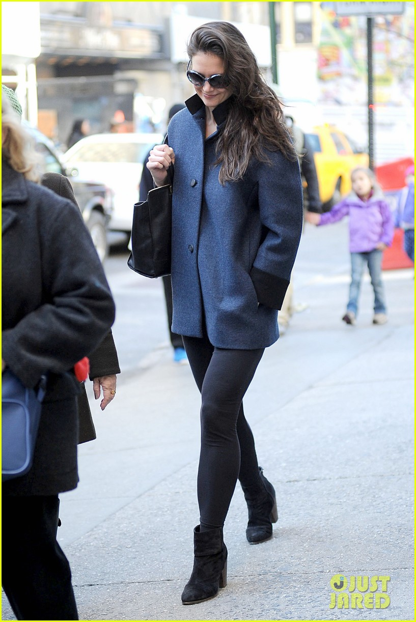 katie holmes pre thanksgiving dead accounts performance 21