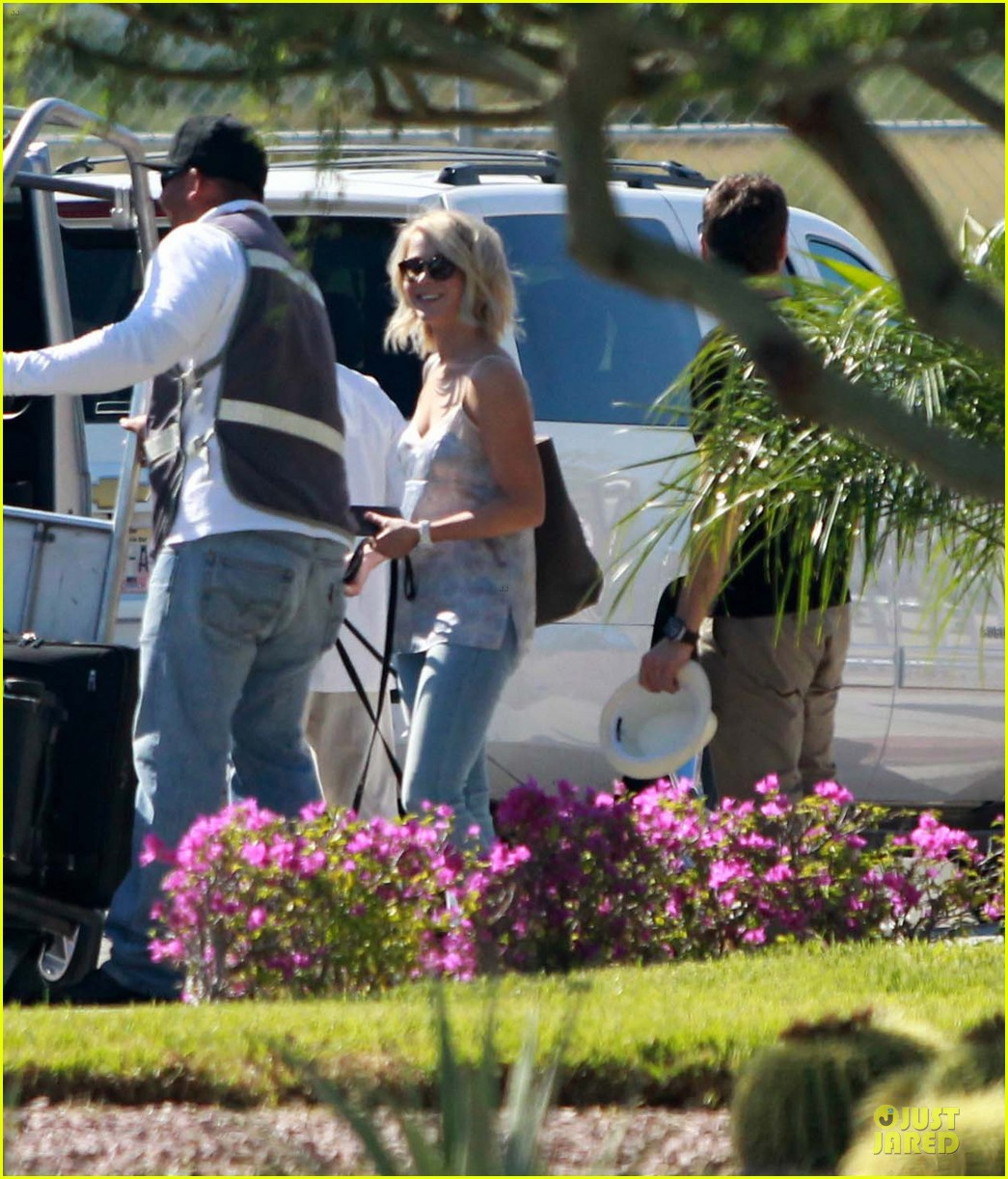 julianne hough ryan seacrest weekend vacation in mexico 07