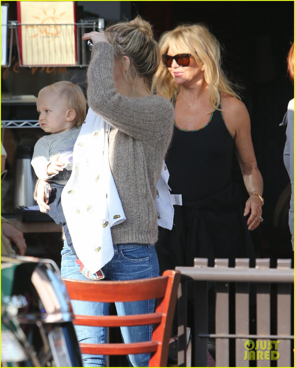 kate hudson mom goldie hawns birthday lunch 312762768