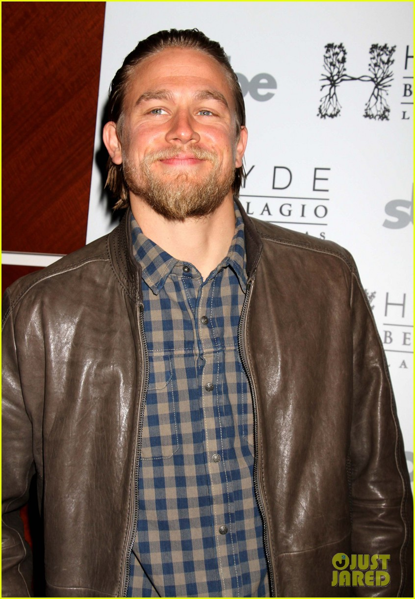 charlie hunnam sons of anarchy party at the bellagio 02