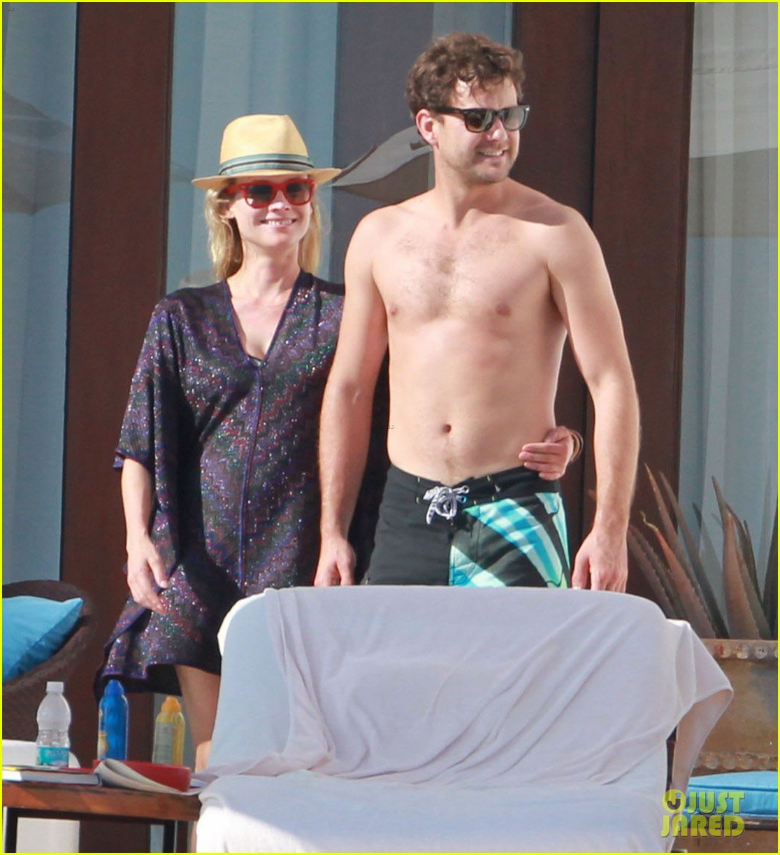 joshua jackson shirtless poolside with diane kruger 01