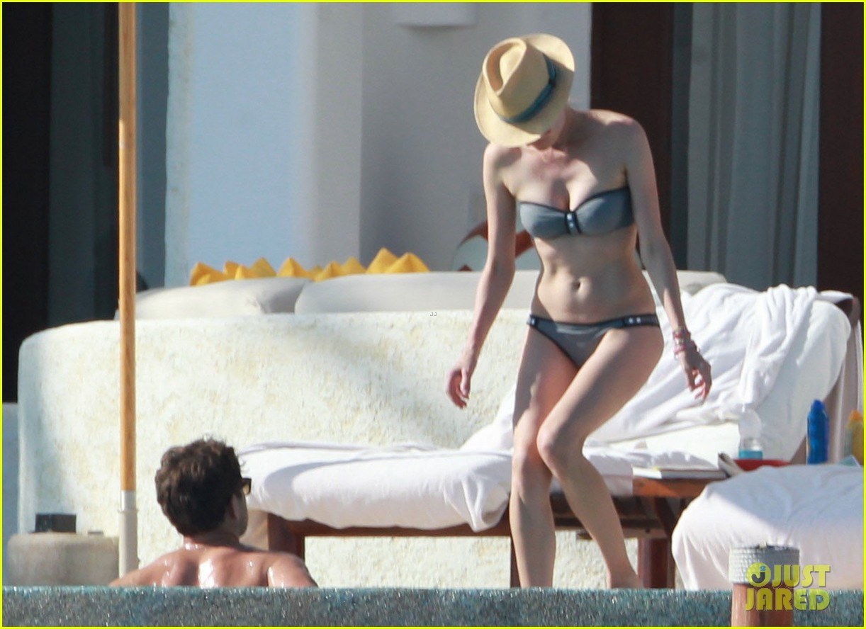joshua jackson shirtless poolside with diane kruger 162763500