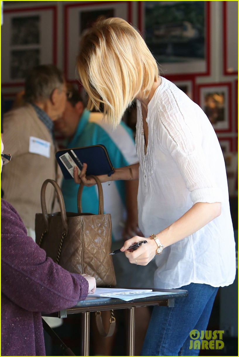 january jones election day voter 25